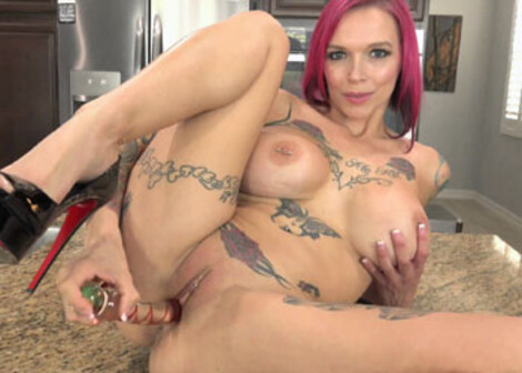 Tattooed mom Anna Bell gets off with a toy
