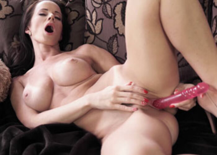 Czech hottie Cindy fucks her juicy twat